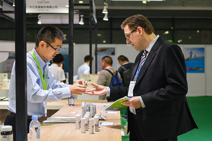 Attendees at Hi & Fi Asia-China exchanging business cards